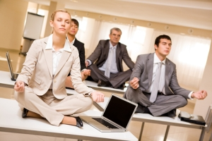 meditating-business-people